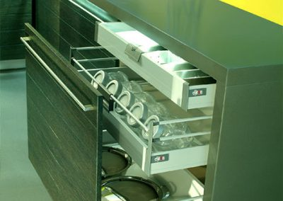 jazz: inner pull out and drawer with latch handle